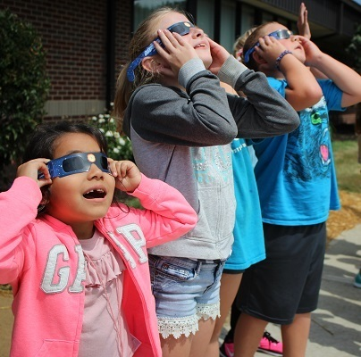 Wea students get glimpse of the eclipse